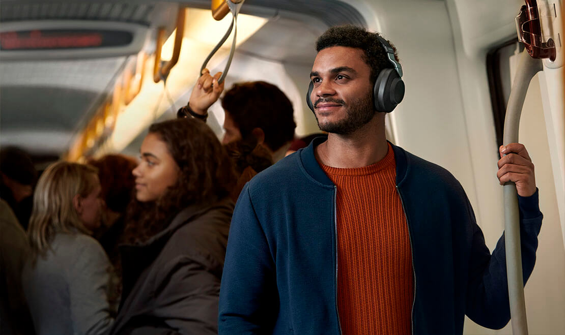 Man using Jabra Elite 85h in public transportation